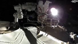Astronautas chinos realizan primera caminata espacial en la estación Tiangong