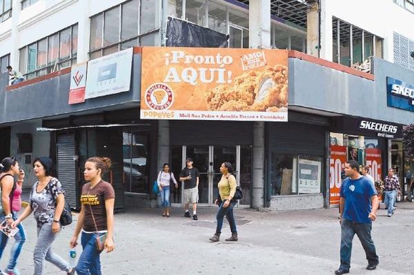 A finales de octubre la marca de comida internacional de Popeyes Lousiana Kitchen abrirán dos establecimientos en el bulevar de la Avenida Central. La inversión se estima en $1,4 millones. Otras franquicias somo Subway anunciaron también el interés de abrir un nuevo establecimiento en el área comercial.