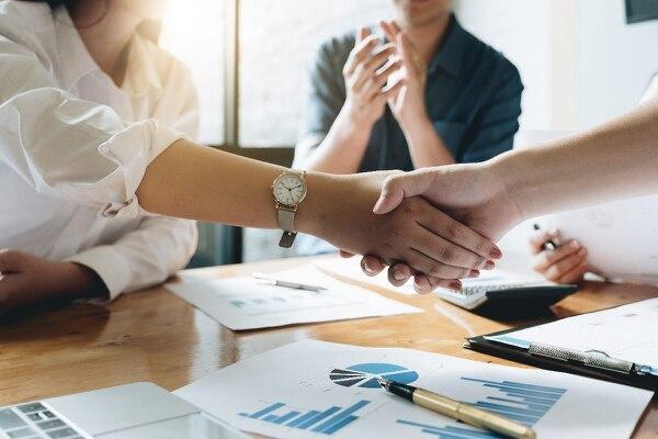 Tras una fusión, evite la rivalidad entre empresas