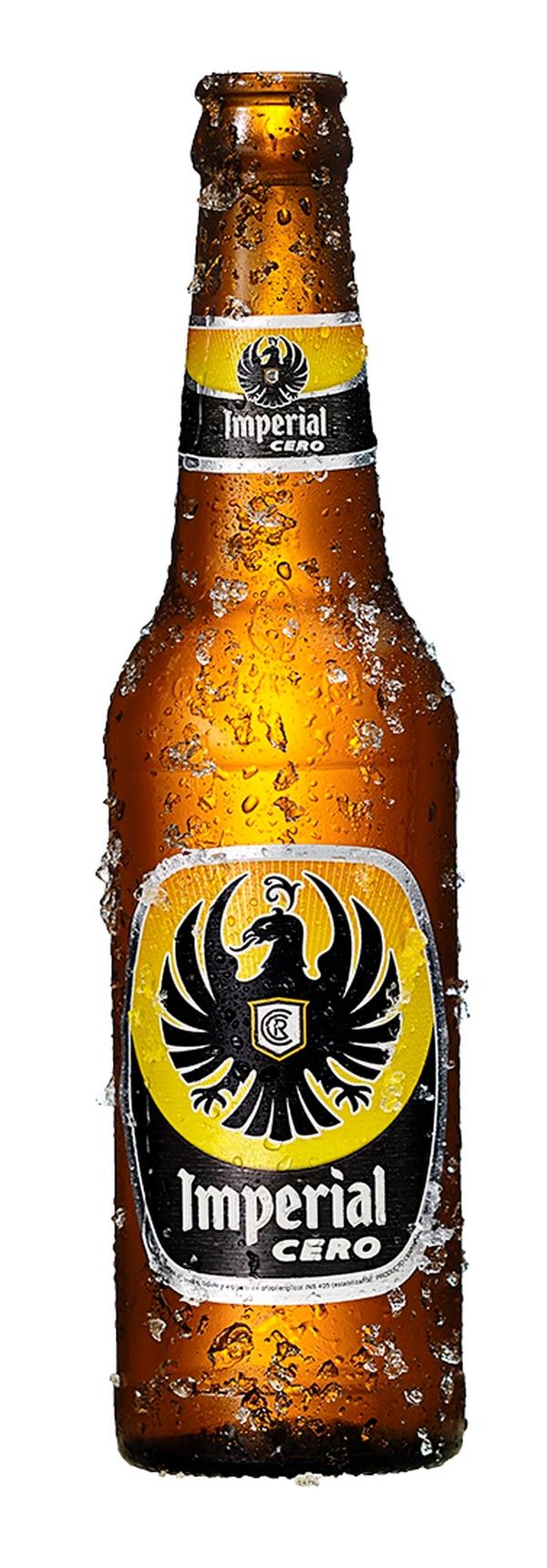 La Imperial Cero tiene color dorado, con bajo amargor, aroma lupulado cítrico y carbonatación intensa.