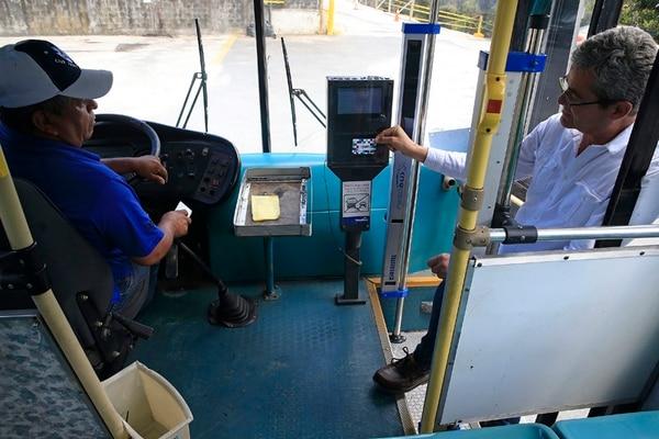 MOPT alista el reglamento que regirá la forma en la que se cobrará en los autobuses a través de las tarjetas bancarias y prepago.
