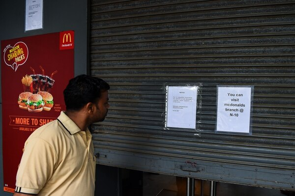 La mayoría de los McDonald's de la capital Nueva Delhi habían cerrado desde hace dos meses debido al conflicto entre el gigante norteamericano y su socio indio Vikram Bakshi.