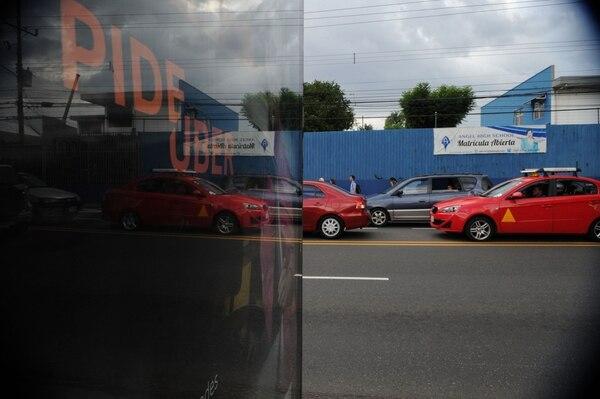Anuncio de Uber en Los Yoses, San José. Fotografía: Diana Méndez.