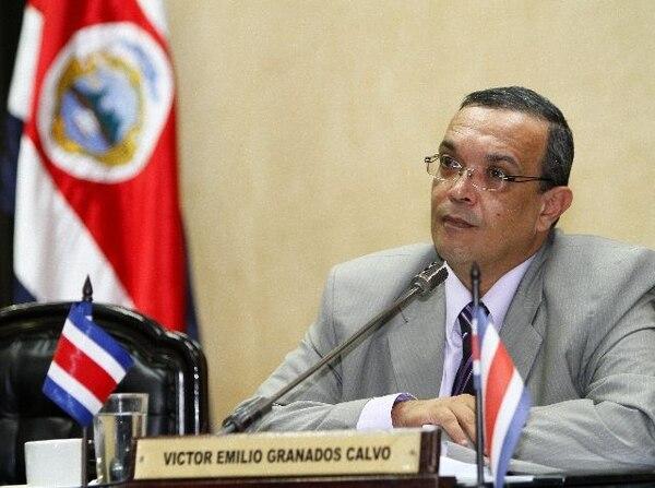 El diputado del PASE, Víctor Emilio Granados, dijo que que la obligación de pertenecer a un partido para ser candidato es inconstitucional.