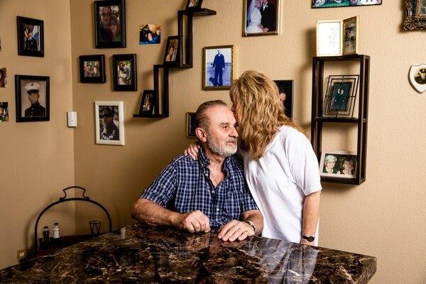 La tasa de quiebras de personas de 65 años o más es tres veces mayor que en 1991, según un nuevo estudio. Lawrence Sedita, excarpintero de 74 años, y su esposa Tracey Hilts-Sedita, de Las Vegas, forman parte de quienes han caído en una posición precaria.