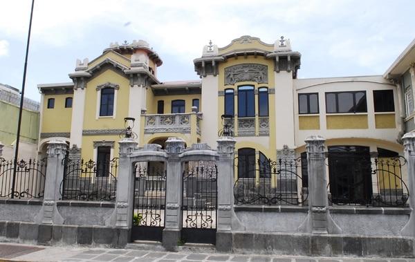 La antigua casa Jiménez de la Guardia, construida en 1905, fue innovadora en materiales, métodos constructivos y detalles ornamentales.