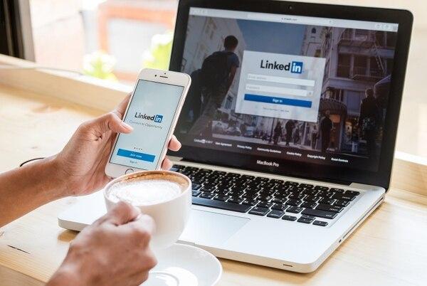 LinkedIn Learning ofrece alrededor de 13.000 cursos online y el costo es de $30 mensuales, el cual incluye la opción premium de la red social y el acceso al e-learning. Fotografía: Shutterstock.