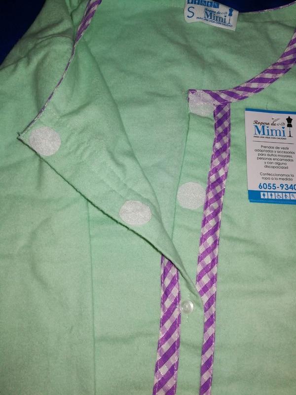 Esta es una camisa, que usa velcro para facilitar vestir a la persona. (Foto: El Ropero de Mimi para EF).