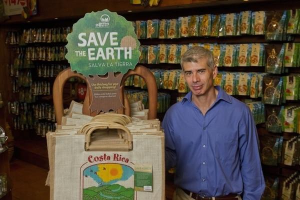 Pablo Vargas, CEO de Grupo Britt, calificó el mercado local de carbono como un proyecto incipiente pero promisorio en el mediano plazo. Esta empresa es carbono neutral y ya ha comprado bonos a través de Fonafifo.