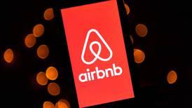 Precio de las acciones de Airbnb se disparó 115% al debutar en Wall Street