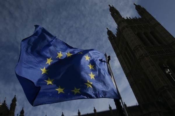 Comisión Europea eleva previsión de crecimiento en eurozona