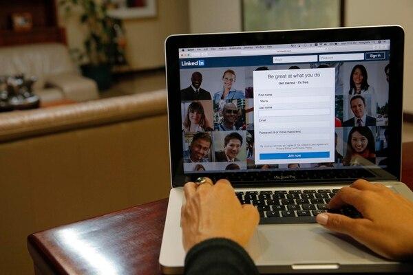Cada red social tiene sus propias herramientas para crear comunidad, promoverse y crear contenidos, incluyendo LinkedIn. (Foto Mayela López / Archivo GN)