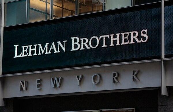 En esta foto de archivo tomada el 15 de septiembre de 2008, se ve el letrero de la sede de Lehman Brothers en Nueva York. - Fue