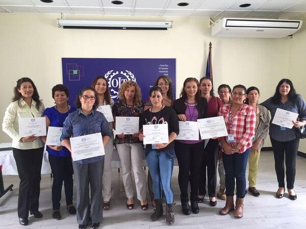Un grupo de mujeres emprendedoras, seleccionadas por la Municipalidad de Desamparados, concluyó este lunes el programa