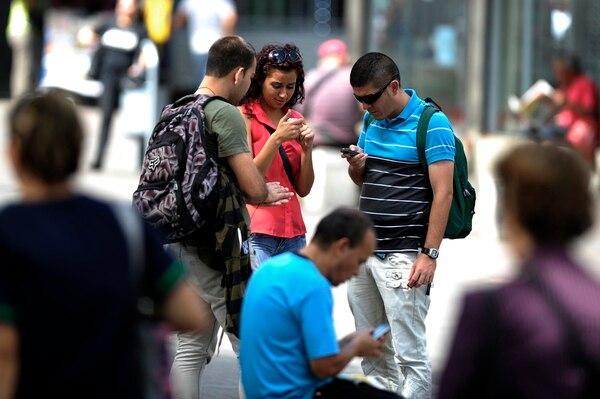 La penetración de la telefonía móvil bajó levemente 2% a 149% debido