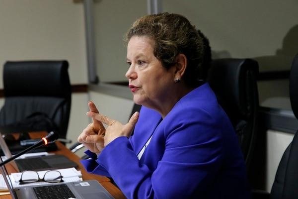 Alicia Avendaño, directora de tecnologías de información del Ministerio de Hacienda, dijo que la resistencia cultural al cambio será un reto y está comtemplada en el proyecto. (Foto Mayela López / Archivo)