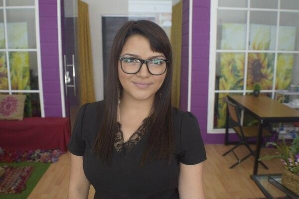 Rebeca Delgado Alfaro tiene 24 años y es abogada. Uno de los planes de su empresa es hacer tatuajes temporales para mascotas. (Foto: Tatuajes temporales RBK para EF).