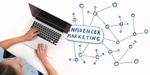Los especialistas recomiendan tener pocos influenciadores, que sean afines a la marca y con los que se puedan construir relaciones hacia la audiencia a largo plazo.