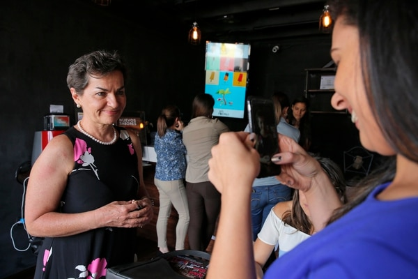 El 8 de marzo del 2017, Revista Perfil hizo una actividad en conjunto con Los Paleteros para celebrar el Día Internacional de la Mujer en la tienda de Barrio Escalante. En la fotografía Christiana Figueres es entrevistada por la periodista Cristina Mora. Fotografía: Mayela López.