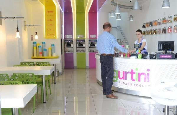 Yogurtini ofrece helados de yogur libres de lactosa. Su propietaria, Carolina Durán, es la responsable por el desarrollo del negocio: desde el concepto y el diseño hasta las recetas de los helados.