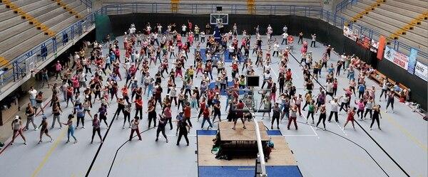 Se recomienda realizar al menos 150 minutos semanales de ejercicio aeróbico de intensidad moderada para mantener una buena salud cardiaca, aeróbicos