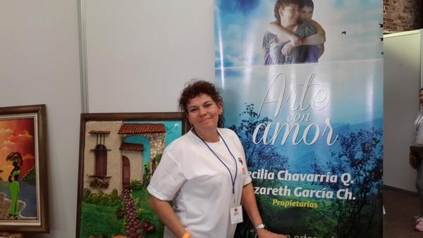 Cecilia Chavarría participó a mediados de este mes en una feria del IMAS en la que vendió sus artesanías.