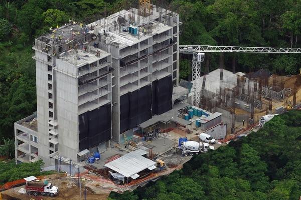 Azenza Towers es un proyecto activo de Garnier & Garnier. Tiene 38.000 m² de construcción y se ubica 150 metros al este del Hotel San José Palacio.