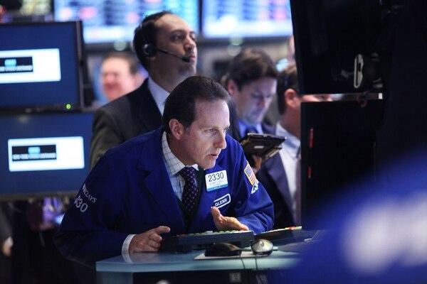 Este lunes 24 de agosto los negociadores en la bolsa de Nueva York (NYSE), reaccionan a los hechos en China que golpearon los rendimientos de las cciones en todo el mundo.