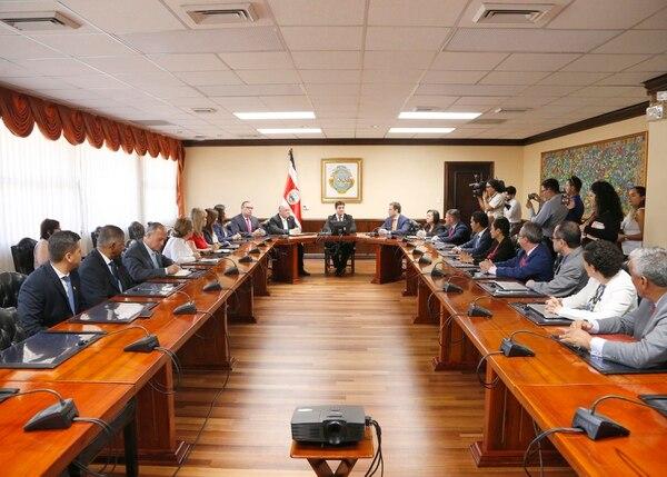 Los diputados del PLN se reunieron con el Presidente Carlos Alvarado, en la primera semana en que asumió el cargo. Foto: Albert Marín.