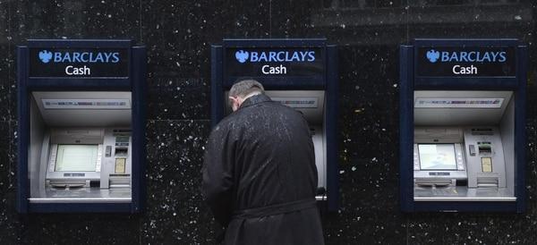 El banco Barclays confirmó que tiene planes para recortar este año entre 10.000 y 12.000 puestos de trabajo, como parte de un plan de recorte de costes en todo el mundo.