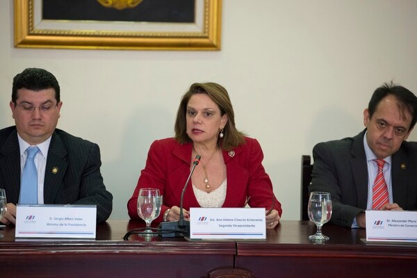 La vicepresidenta de la República, Ana Helena Chacón anunció este martes 16 de noviembre la puesta en marcha de las cuentas simplificadas que bancarizarán a cerca de 1,6 millones de personas.