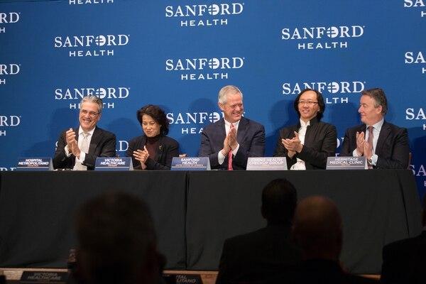 Hospital Metropolitano firmó un acuerdo de cooperación con la firma estadounidense Sanford Health. Francis Durman (primero de izquierda a derecha) fue el representante de la empresa costarricense.