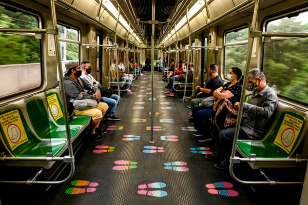 La tecnología utilizada permite saber si una persona detectada con COVID-19 usó el metro y cuándo. (Foto JOAQUIN SARMIENTO / AFP)