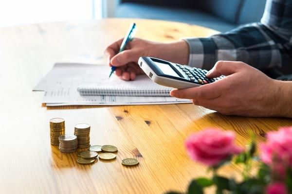 Al realizar un presupuesto cada mes, podrá conocer cuál es su capacidad de ahorro y además organizar sus finanzas para atender problemas de atención a sus obligaciones. (Foto: Shutterstock para EF).