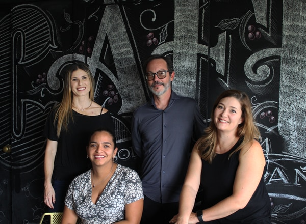 Equipo Directivo de Cafeoteca: Paola Salazar, administración; Laura Medina, logística y producto; Juan Ignacio, director creativo y de experiencia; y Camille Ratton, directora general. (Fotos para EF)