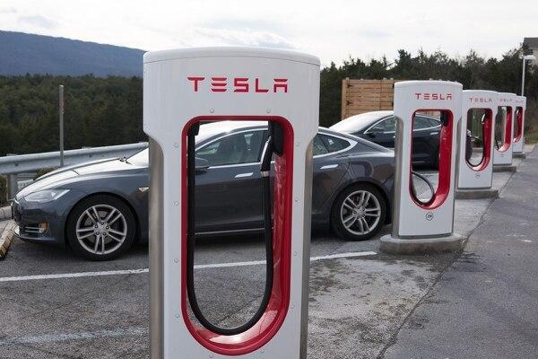20/11/2017. ShutterStock. EF. Abunda la confusión respecto al lugar de Tesla en el mercado. Respecto a la compañía hay prácticamente el mismo número de calificaciones de comprar, mantener y vender, lo que significa que Wall Street no tiene idea de lo que está pasando.