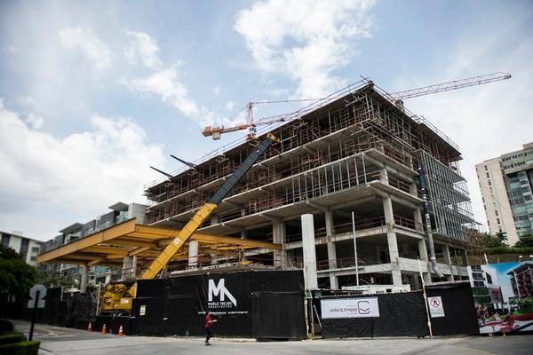 La ampliación de Avenida Escazú es parte del incremento en la construcción privada en este 2017.
