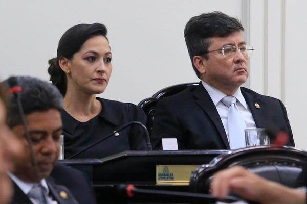 Los socialcristianos María Inés Solís y Pedro Muñoz evidenciaron la frustración por el fracaso de su partido en la elección. Fotografía: Rafael Pacheco.