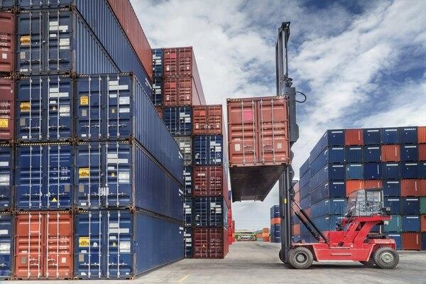 La figura de factoreo de exportación pueden utilizarla exportadores de productos y servicios. Las facturas deben tener plazos de pago entre 15 y 120 días.