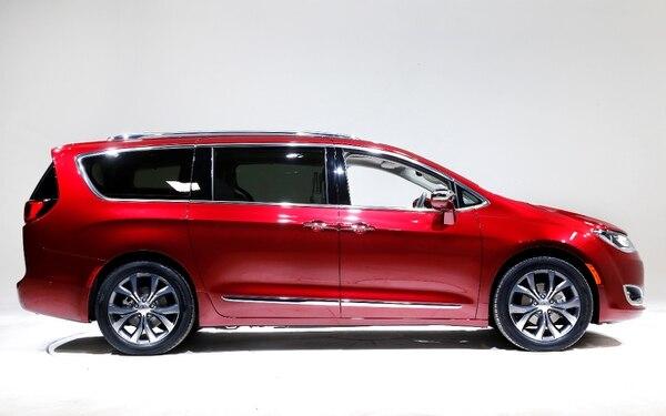 Google y Fiat anunciaron la producción de 100 minifurgonetas de la marca Chrysler Pacifica en el programa de autos sin conductor.