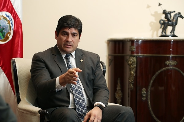El gobierno de Carlos Alvarado ya suma 21 salidas de ministros e iguala las administraciones de Miguel Ángel Rodríguez y Laura Chinchilla. Fotografía: John Durán.