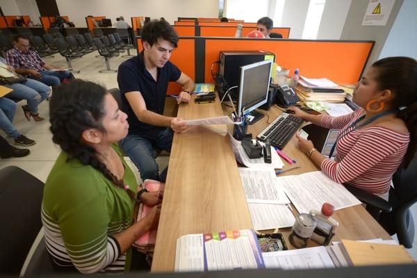 Las pequeñas empresas también pueden tener acceso a fondos de Propyme, Fodemipyme y Sistema de Banca para el Desarrollo. (Foto José Díaz / Archivo GN)