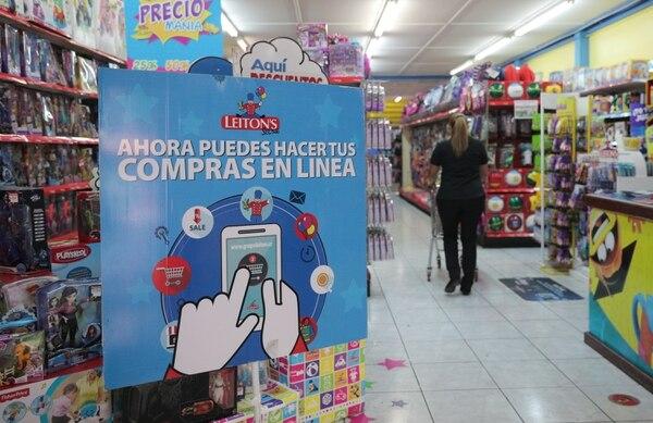 En los diferentes puntos de venta de Grupo Leitón se invita a la clientela a comprar en línea. El negocio de juguetes representa el 60% de los ingresos del grupo. Foto: Jeffrey Zamora
