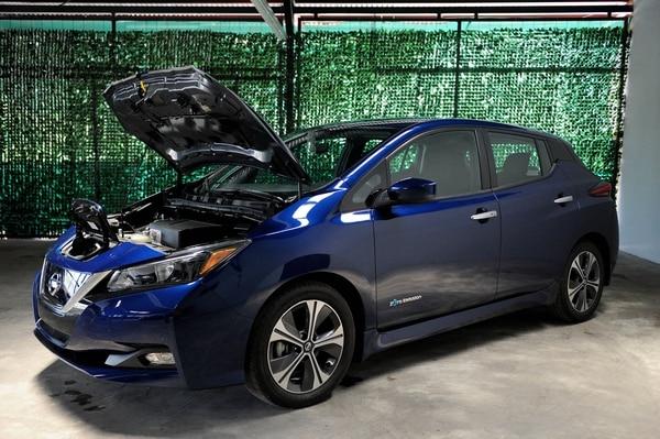 La lista incluye la ley 9.518 que incluye la exoneración del impuesto sobre los primeros $30.000 del valor de los vehículos eléctricos importados. En la foto Nissan Leaf. Fotos Melissa Fernández