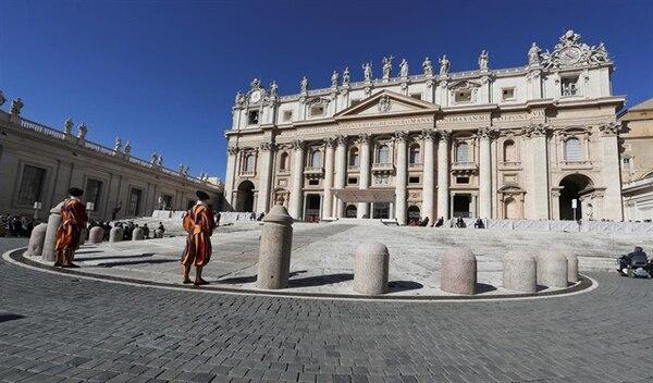 El papa Francisco acaba de centralizar en las manos de Apsa las propiedades londinenses adquiridas por la poderosa Secretaría de Estado (administración central) a través de circuitos opacos y de intermediarios italianos avaros.