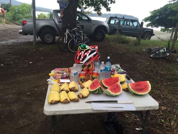 Durante el recorrido se toma un refrigerio, que incluye frutas y hasta cerveza para quien lo desee.