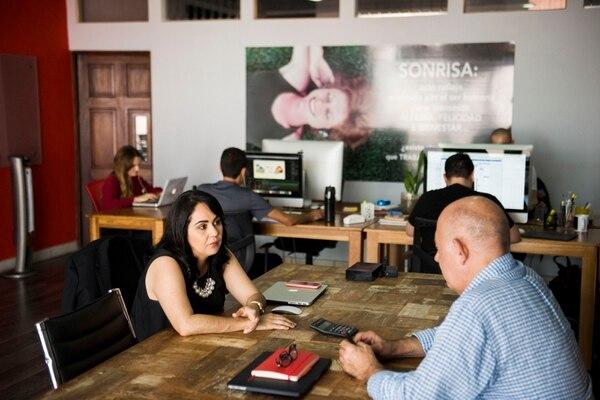 Las firmas también ofrecen asesoría y acompañamiento. (Foto Alejandro Gamboa / Archivo GN)