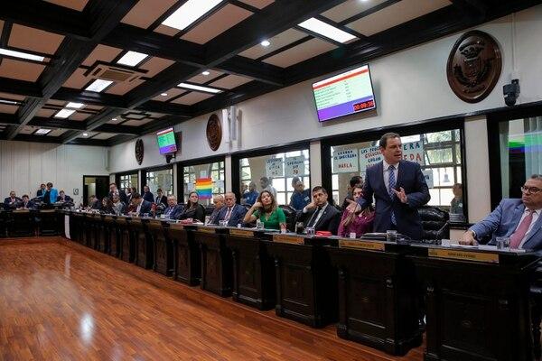 Los diputados discuten la reelección del magistrado constitucional Paul Rueda en la Sala IV. Fotografías: Mayela López.