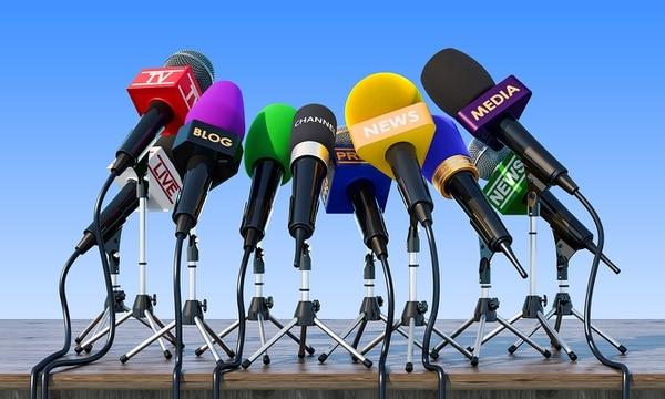 En una empresa privada es más sencillo generar estrategias de control de daños y hay una mayor disponibilidad para reunir información precisa antes de emitir comunicados oficiales. En la empresa pública el silencio muchas veces no es una opción, pues la comunicación de algunos temas es una obligación legal.