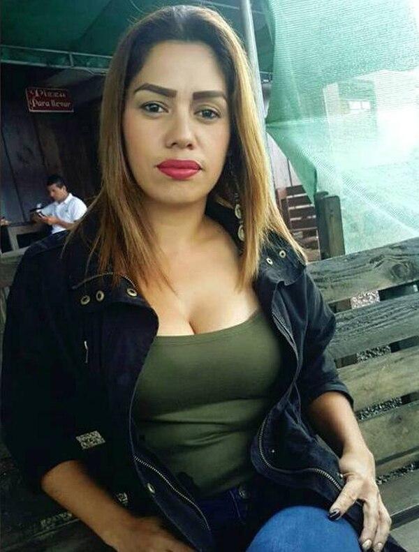 Desde hace muchos años, Ana Patricia Venegas Aguilar, emprendedora de 35 años, se dio cuenta de que tenía habilidades para vender. Las explotó y su negocio ha ido creciendo con el paso de los años. (Foto: Venegas Jeans para EF).